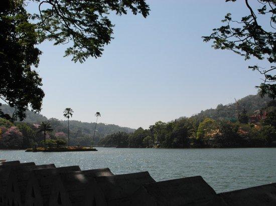 Kandy Lake: озеро