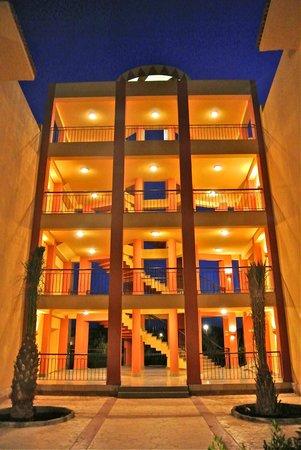 El Malikia Resort Abu Dabbab: La struttura del Resort tra il brocco 4000 e 5000