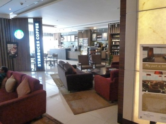 Mercure Bangkok Sukhumvit 11: The Starbucks outlet at the lobby