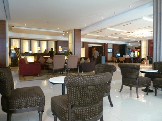 Mercure Bangkok Sukhumvit 11: The main lobby and the reception area