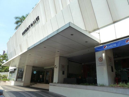 Mercure Bangkok Sukhumvit 11: The unassuming entry
