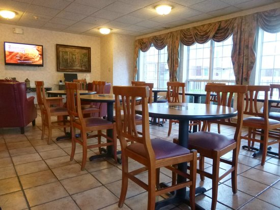 Microtel Inn & Suites by Wyndham Charlotte Airport: Breakfast Area