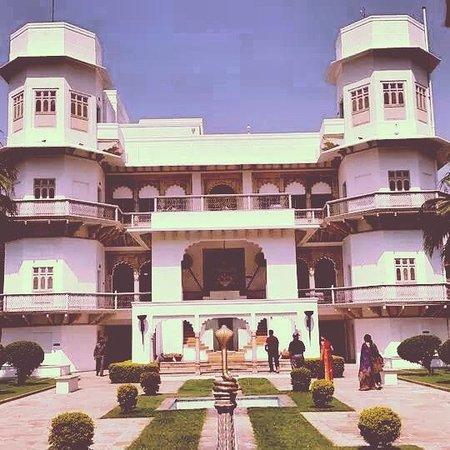 Usha Kiran Palace : Arrival