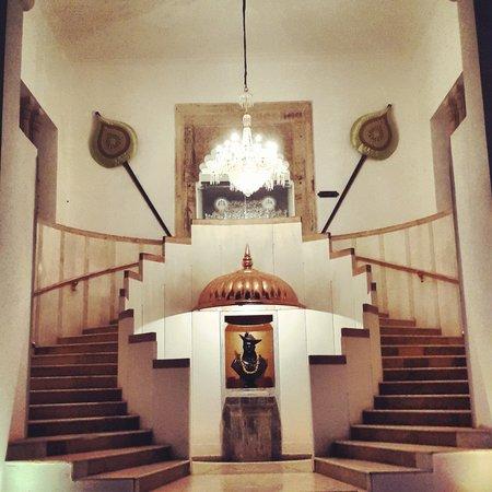 Usha Kiran Palace : Staircase to the lobby