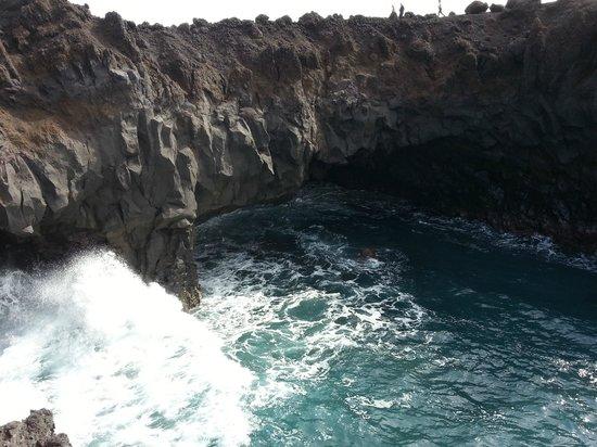 Los Hervideros : Cliffs and incoming sea