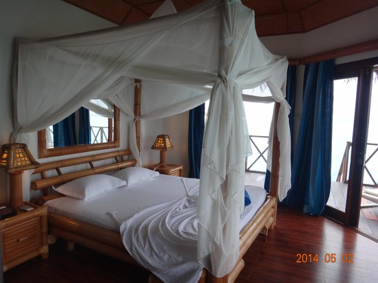 Angaga Island Resort : ベッド