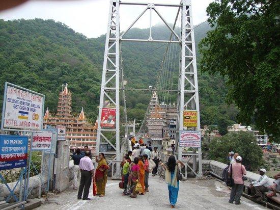 Lakshman Jhula : start point of bridge