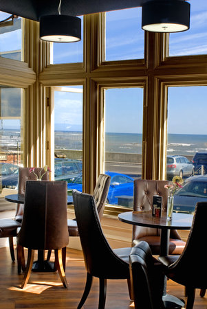 The Darwin Room: Tables with view to sea