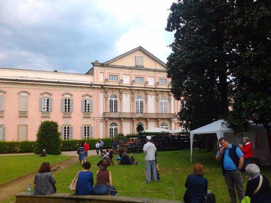 Belgioioso, Italy: La facciata del castello