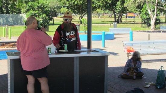 Mindil Beach : free grub for everyone