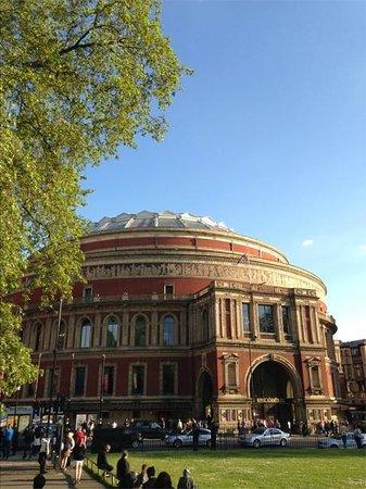 Royal Albert Hall - вид со стороны парка