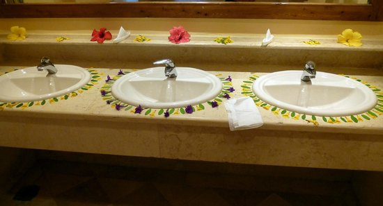 The Makadi Palace Hotel: Even the toilets in the grounds were decorated