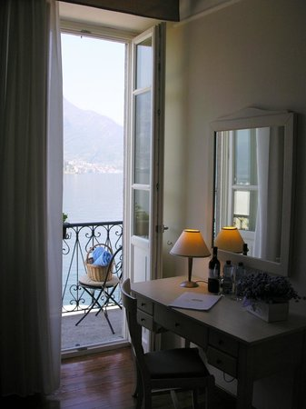 Hotel Villa Aurora : view from the standard lakeview room with little balcony