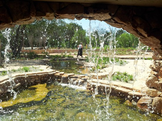Lady Bird Johnson Wildflower Center: Cool kid's waterfall area