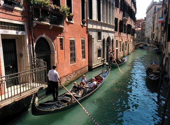 Locanda La Corte: Classic Venice scene near the hotel