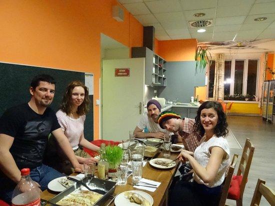 Hostel Downtown: soirée crêpe et cuisine après le cour de tchèque, un bon moment