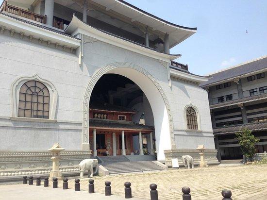 PaoChueh Temple: entrance