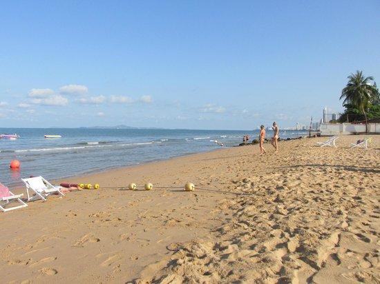 Jomtien Beach : Пляж