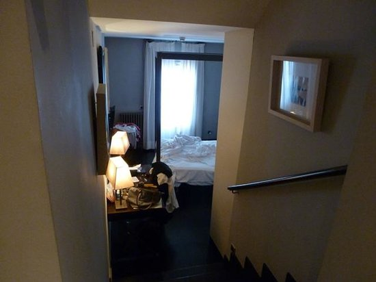 Hotel Banys Orientals: Nice to have a split level room