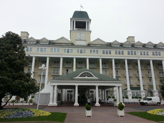 Disney's Newport Bay Club: Front of the hotel