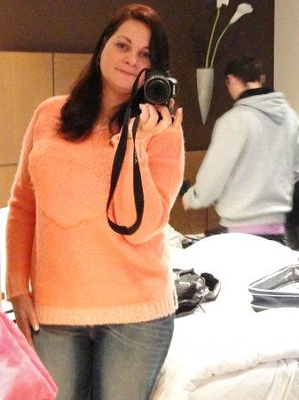 Mercure London Watford Hotel: Us in the room