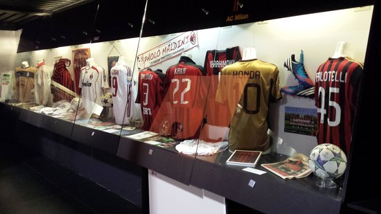 Stadio Giuseppe Meazza (San Siro) : ac milan display at the museum