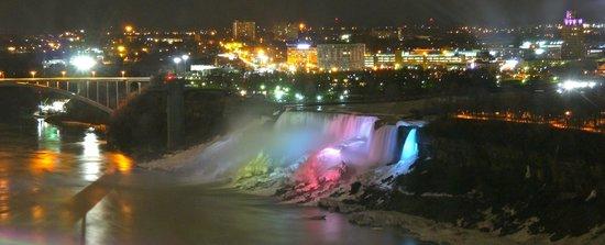 Niagara Falls Marriott Fallsview Hotel & Spa: Falls by night from 19th floor