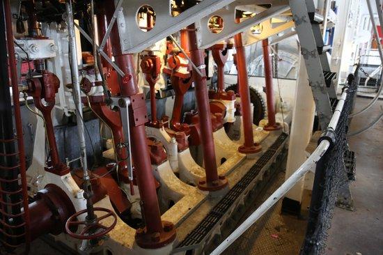 National Mississippi River Museum & Aquarium: Dredger Engine room