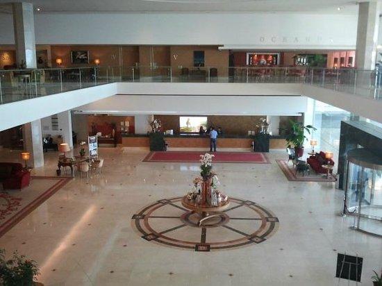 Hotel Cascais Miragem: Лобби