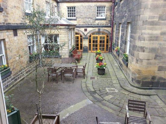 Wortley Hall: Courtyard