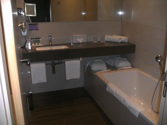 Van der Valk Airporthotel Duesseldorf : Badezimmer