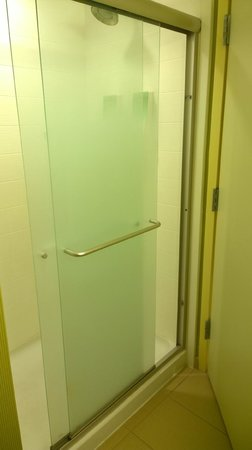 Home2 Suites by Hilton San Antonio Downtown - Riverwalk: Shower