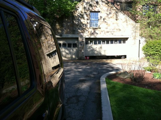 The Mansion at Maple Heights: Garage near main entrance