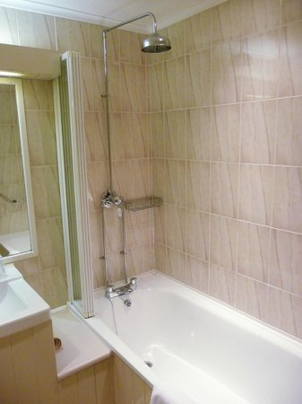 Mount Royale Hotel & Spa: The Bath/Shower