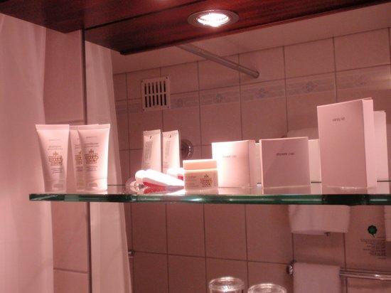 Hotel Holt : our bathroom