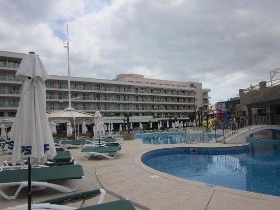 DIT Evrika Beach Club Hotel: Außenpool