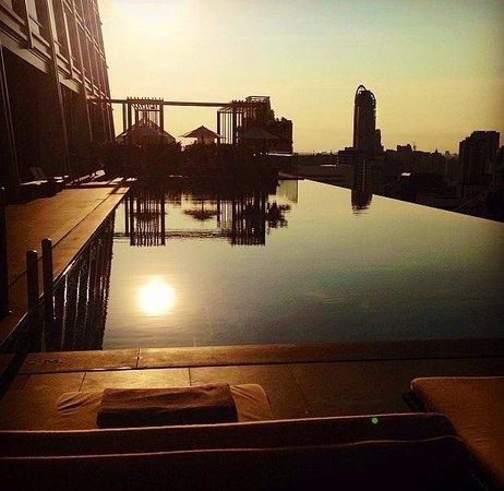 The Okura Prestige Bangkok: Sunset over the amazing infinity pool #worththestay #willbeback#TheOkuraPrestige