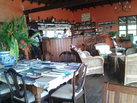 Petite Anse Hotel Grenada: Bar and dining area
