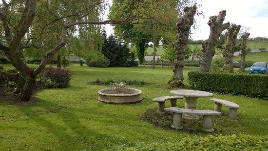 Hostellerie Le Clos du Moulin : jardin