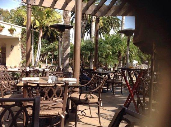 Hyatt Regency Newport Beach: outdoor cafe