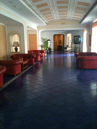 Lloyd's Baia Hotel: alcuni salottini dell'hotel