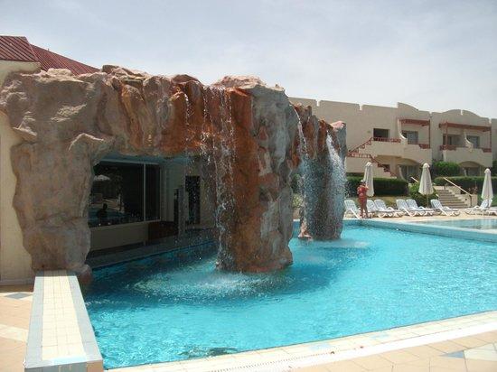 Sharm El Sheikh Marriott Resort: Pool on beach Side