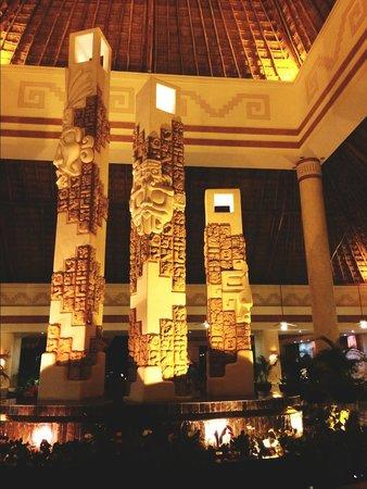Grand Bahia Principe Coba : Coba lobby at night