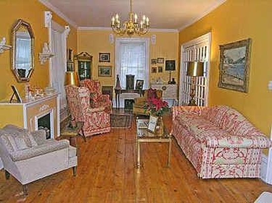 Harrington House B&B: Living Room