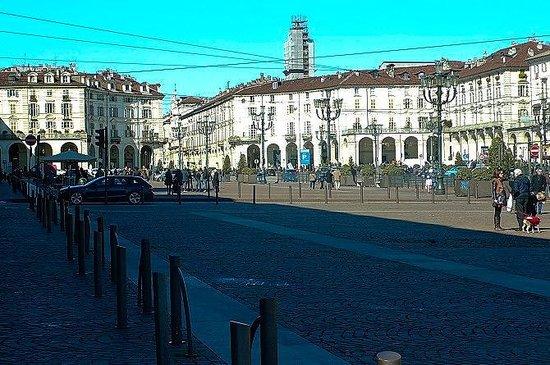 Piazza Vittorio Veneto: Torino: Italia: scorcio verso via Po