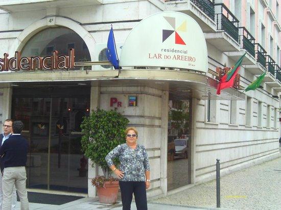 Residencial Lar do Areeiro : A entrada do Hotel