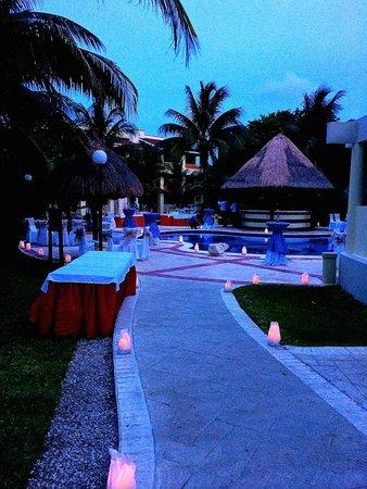 Grand Bahia Principe Coba: Pool area set up for wedding reception
