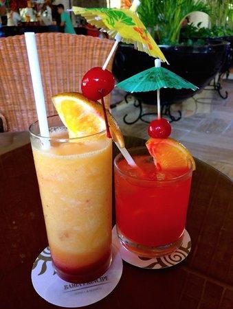 Grand Bahia Principe Coba: Beautiful drinks in lobby