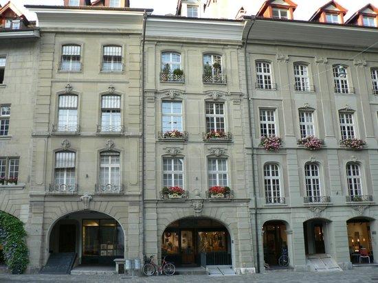 Old Town Bern: Улица с галереями