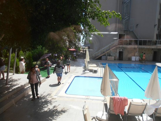 Monart City Hotel: Rear pool.